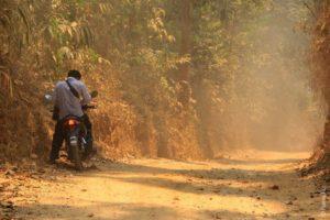 Дорога в деревню каренов в Таиланде