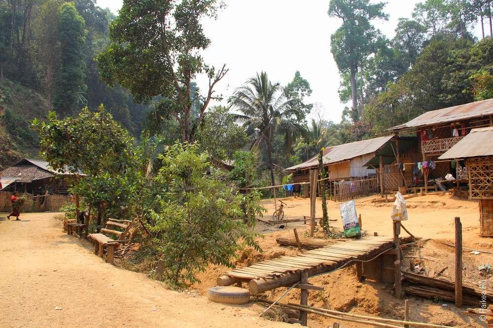 Деревня красных каренов