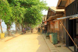 Улица Бан Мэ Сам Лаэп