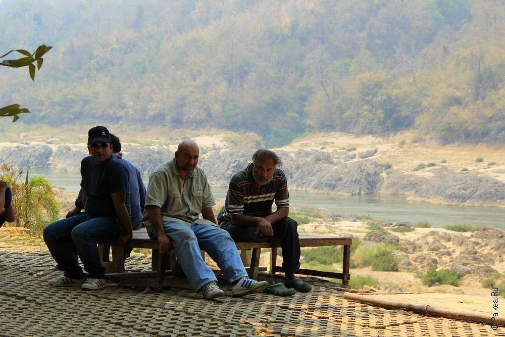 Мужчины в деревне Бан Мэ Сам Лэп