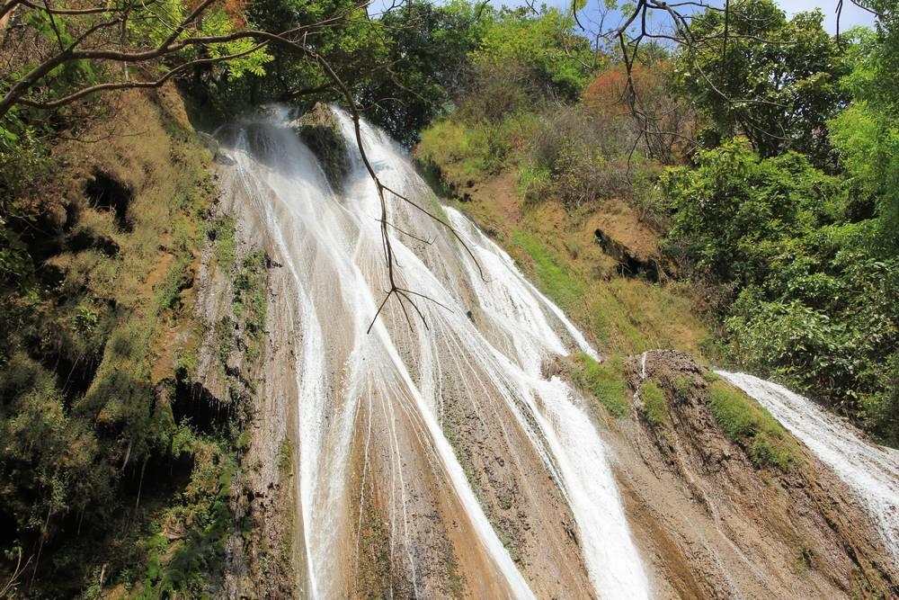 красивый водопад в сипо