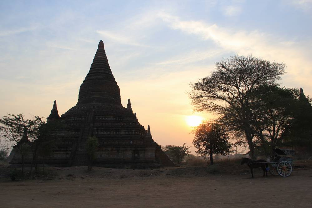 пагода на рассвете Мьянма