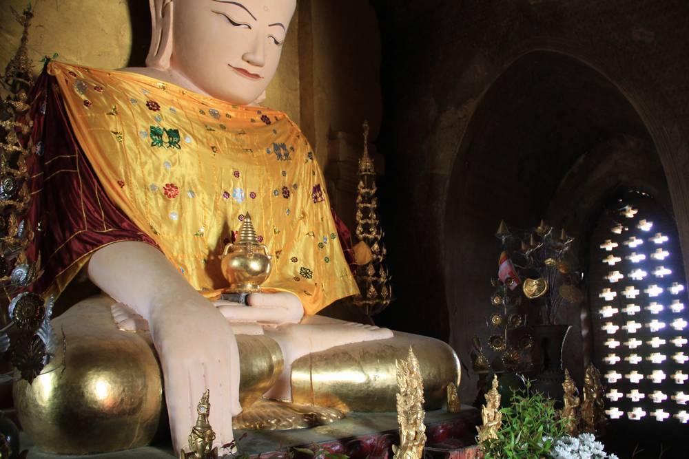 статуя будды в багане