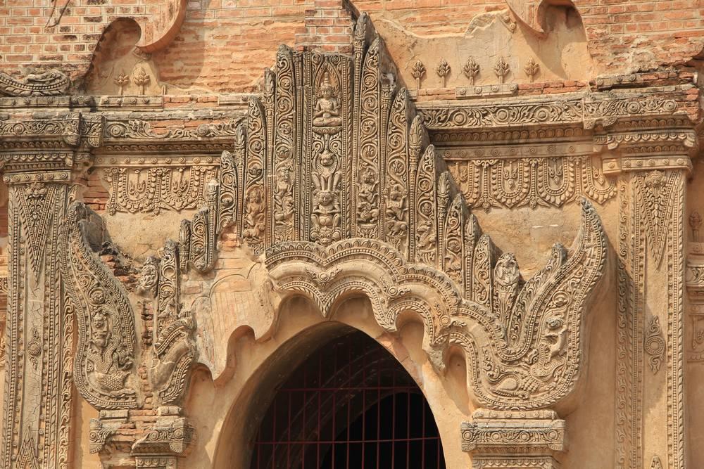 баган восстановленные украшения на пагоде