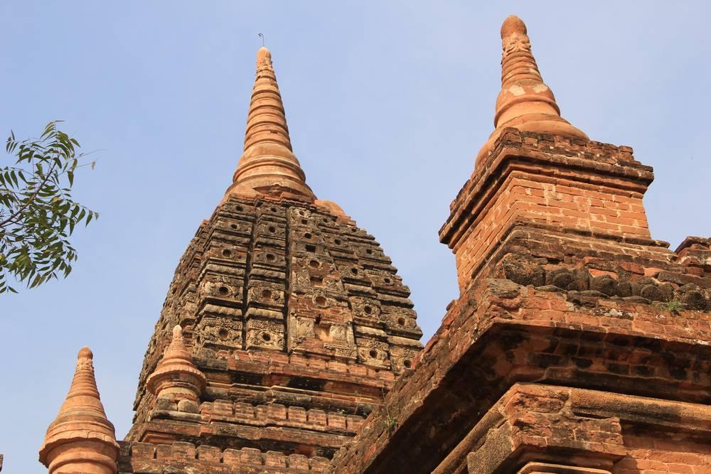 шпили на пагодах в багане