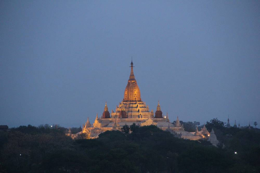 пагода Ананда на закате