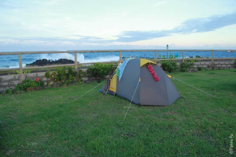 Палатка на берегу океана