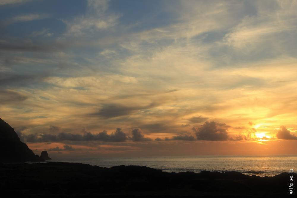Красивый закат на острове Пасхи