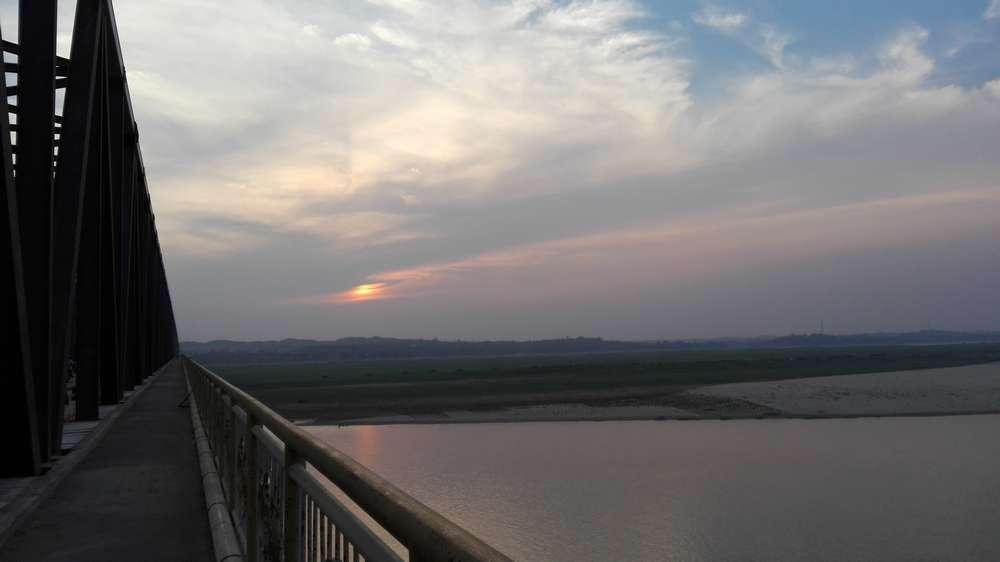 Вечер в Магве. Вид с моста на реку Иравади