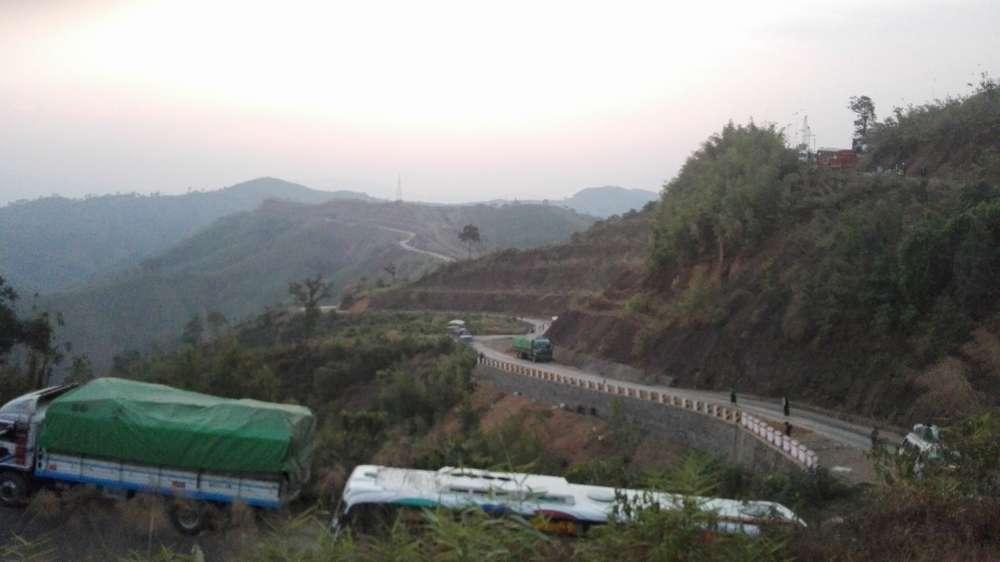 горный серпантин в мьянме