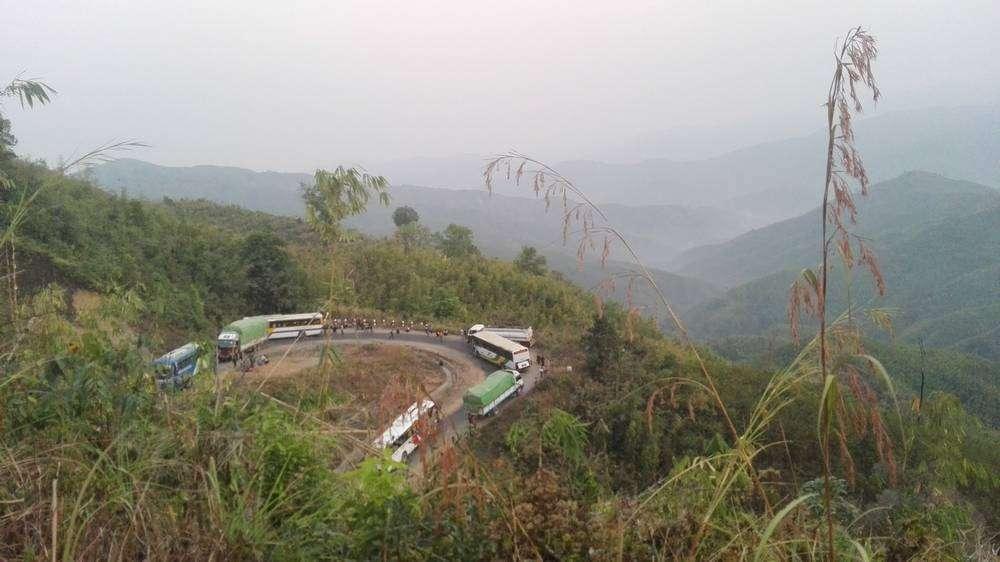 поворот дороги в горах