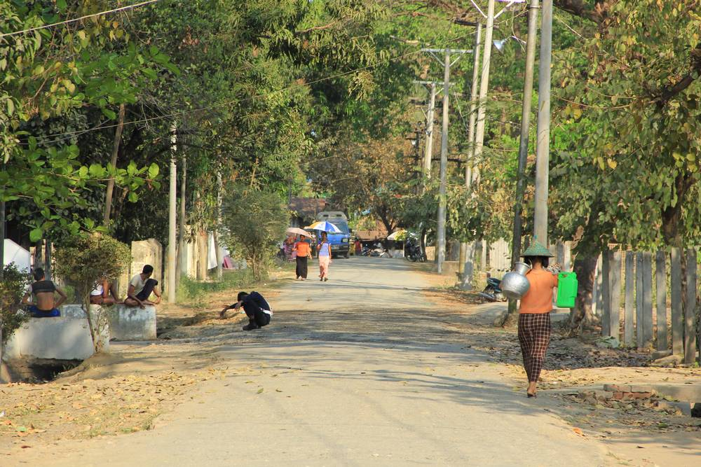 Деревенская дорога в мьянме