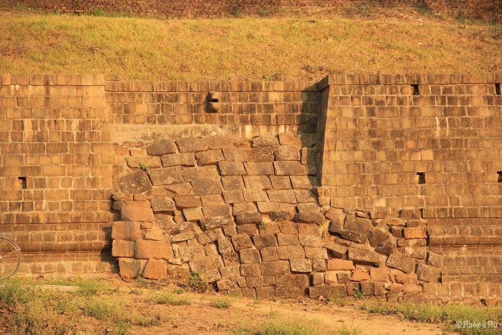 Почва разрушила крепкую стену