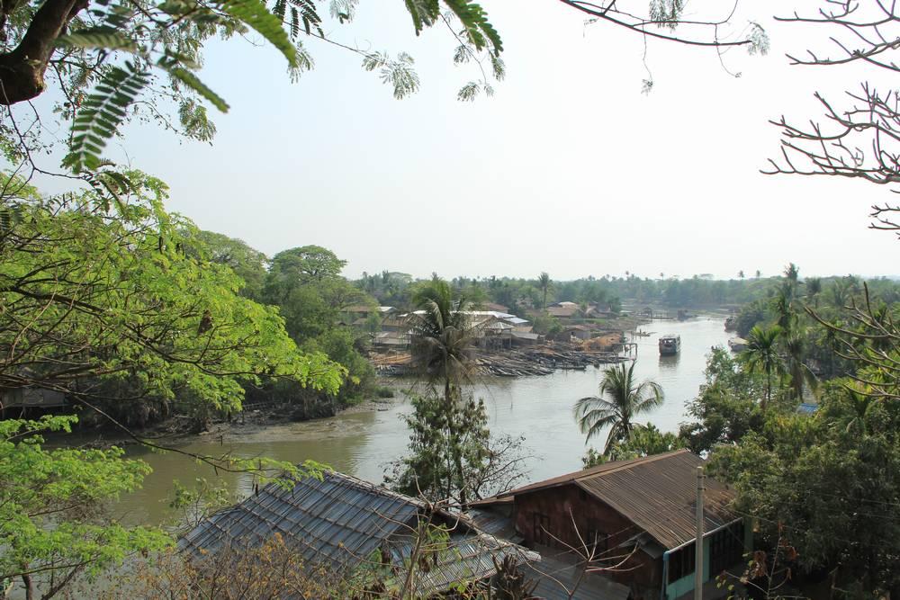 Вид на реку с холма