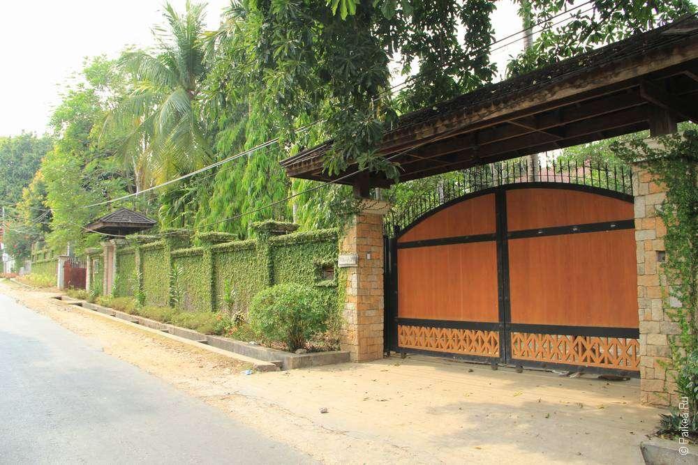 Ворота в красивый дом Янгона