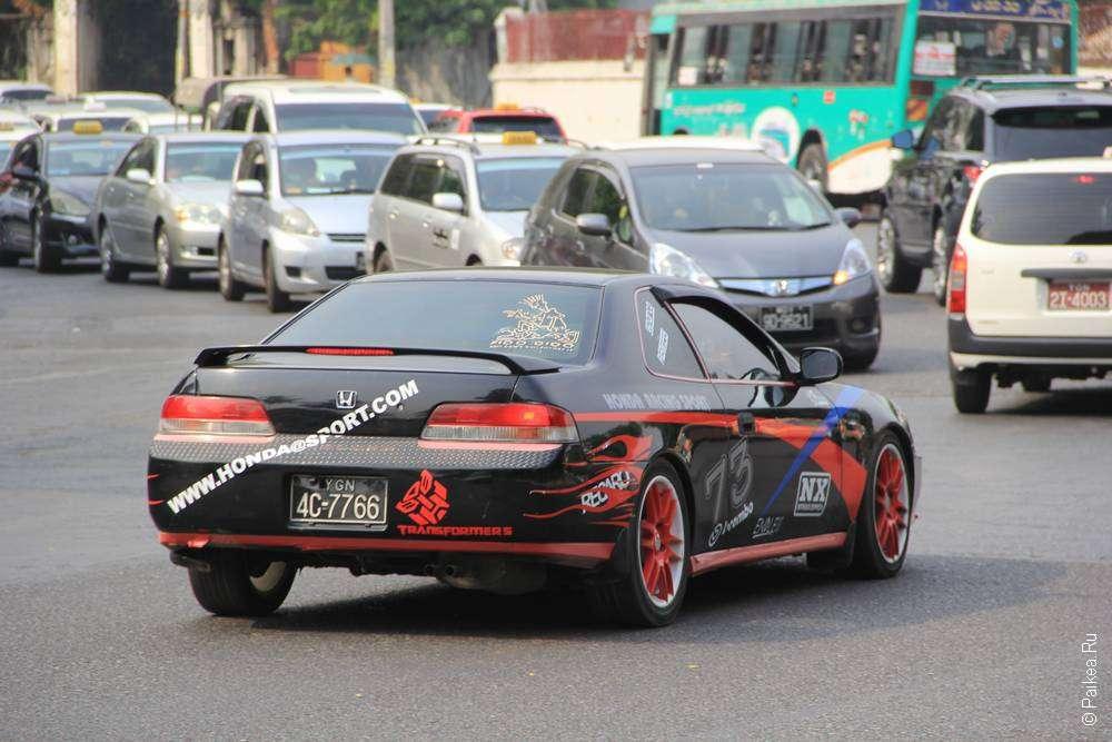 Тюнингованная хонда в Янгоне