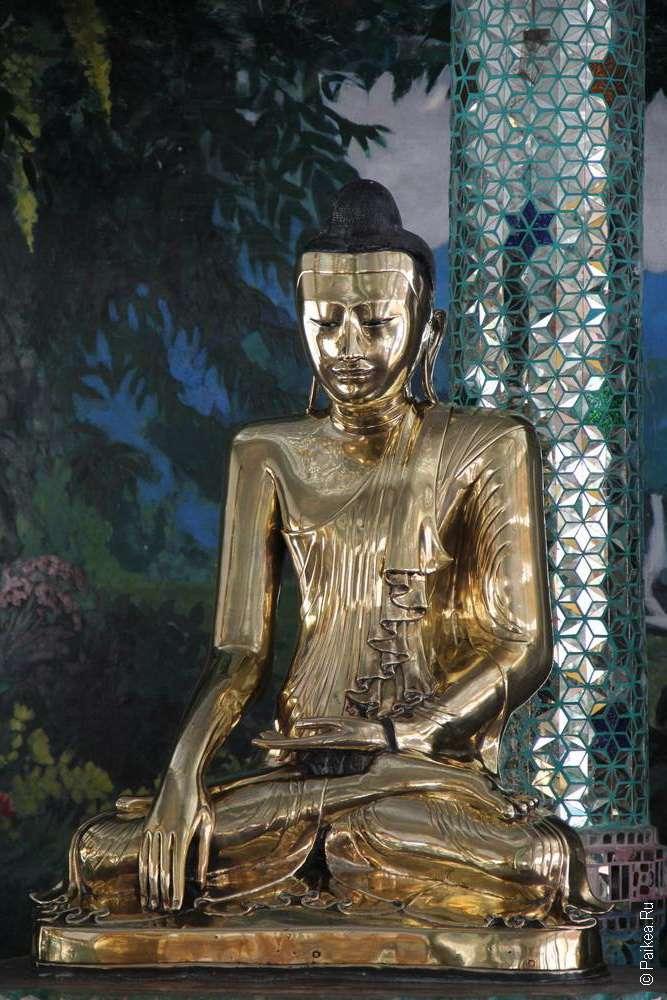 Статуя Будды в зале Шведагона