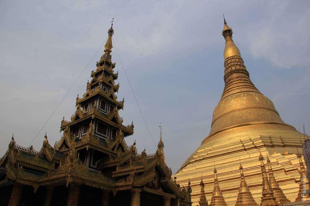 Ступа Шведагон и бирманские крыши