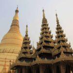 Три шпиля бирманских крыш и Шведагон