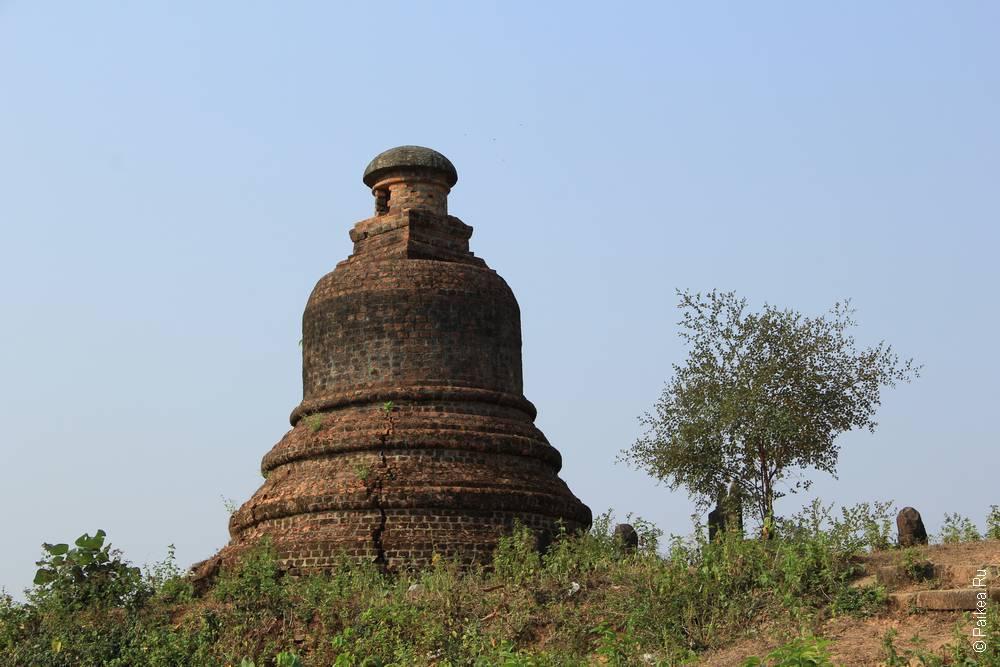 Мраук-У, треснувшая чеди в Мьянме