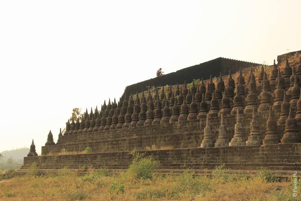 Стена пагоды Ко Таунг в Мраук-У, Мьянма