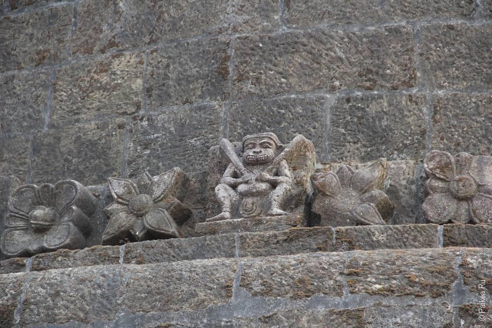Скульптура на пагоде