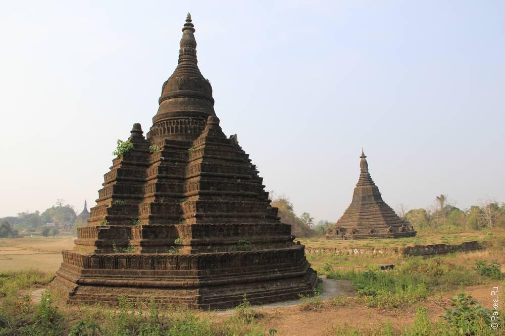 Две пагоды в Мьянме