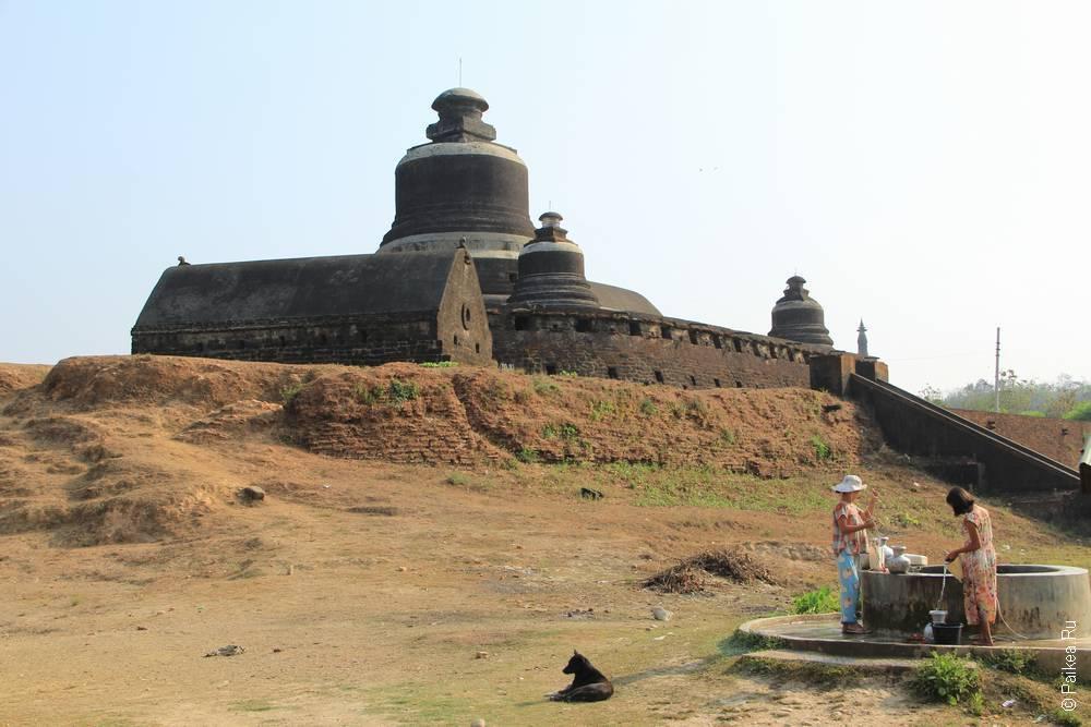 Пагода в Мьянме на холме, Мраук-У