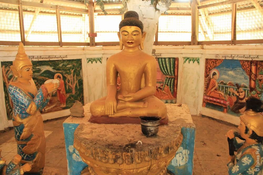 Статуя Будды в монастыре