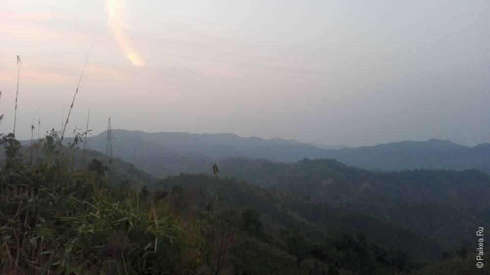розовый рассвет в горах мьянмы