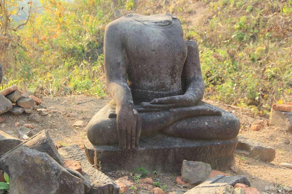 Безголовый Будда в Мраук-У