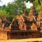 Один из лучший примеров ахитектуры Камбоджи - храм Бантей Срей