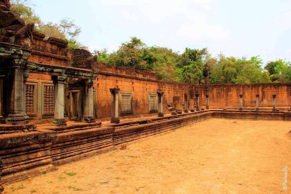 Внешние галереи храма