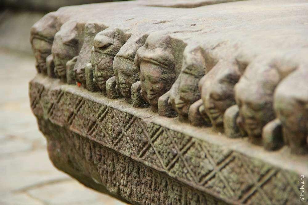 Искусно украшенный храм