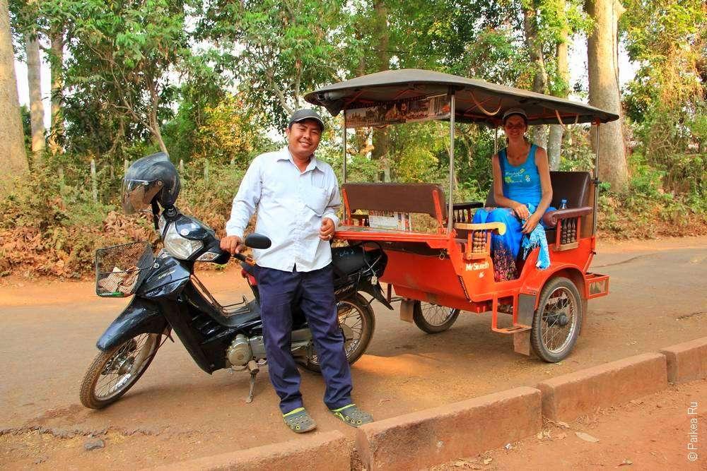 Водитель и тук-тук в Камбодже