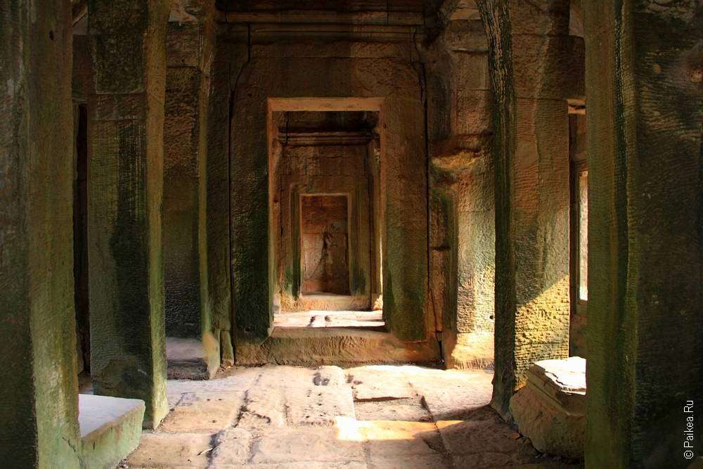 коридор в храме ангкор ват