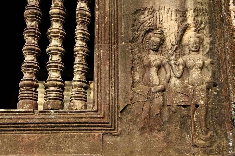 Апсары на стенах Ангкор Ват