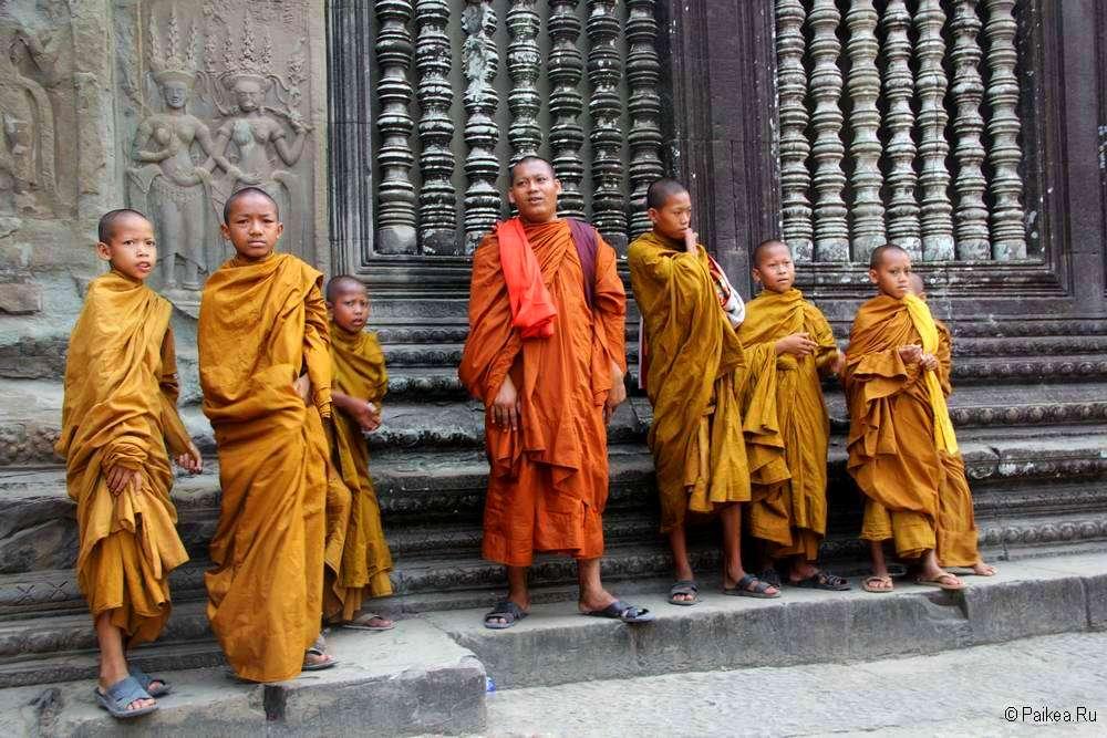 Буддистские монахи в Ангкор Ват