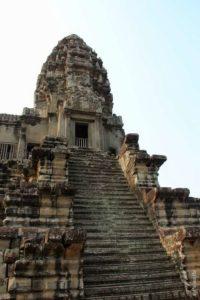 Лестница к главному прасату Ангкор Вата