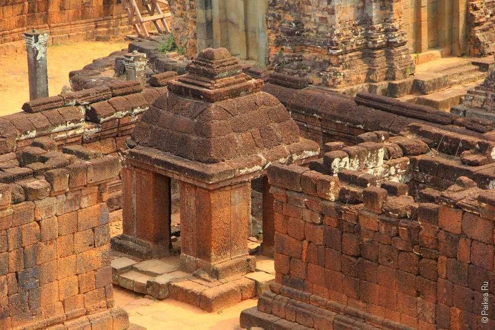 Хорошо сохранившаяся башня храма в Камбодже