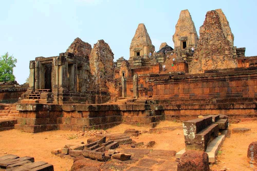 Лестница ведет к башням, методы возведения которых буду использовать при строительстве Ангкор Вата