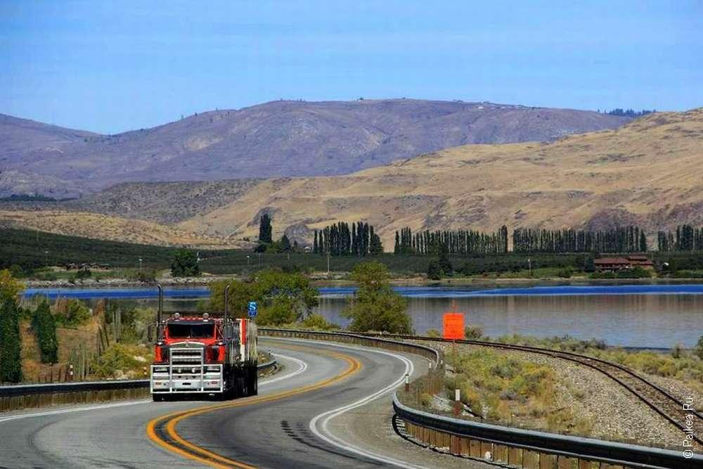 дорога вдоль реки колумбия