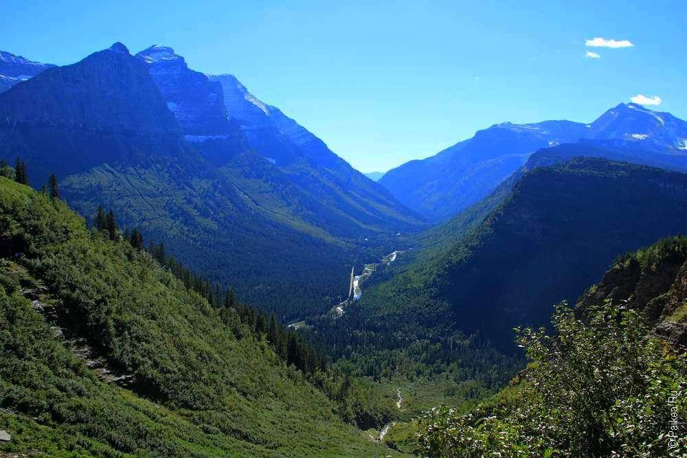 Река в скалистых горах парка Глейшер