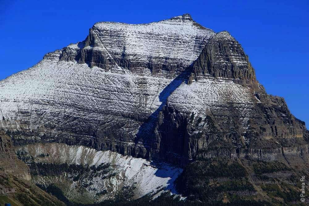 Высокая гора с ледником