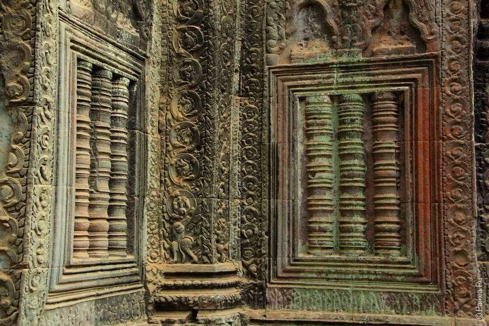 Типичные окна кхмерской архитектуры
