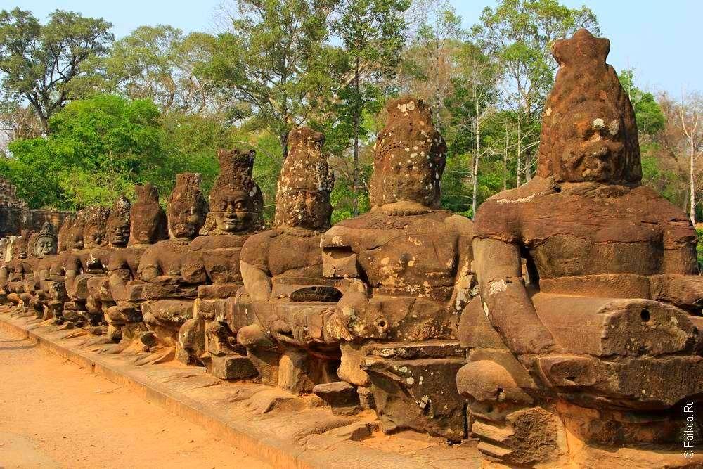 воины и наги в ангкоре