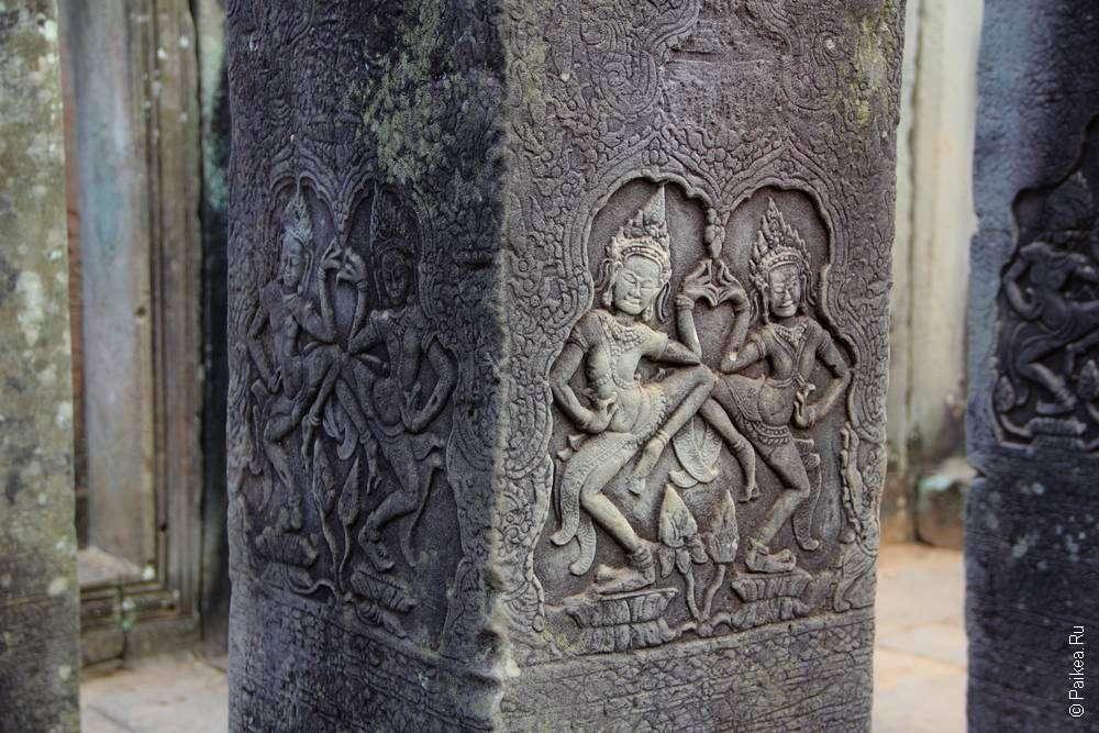 Каменные барельефы храма Байон