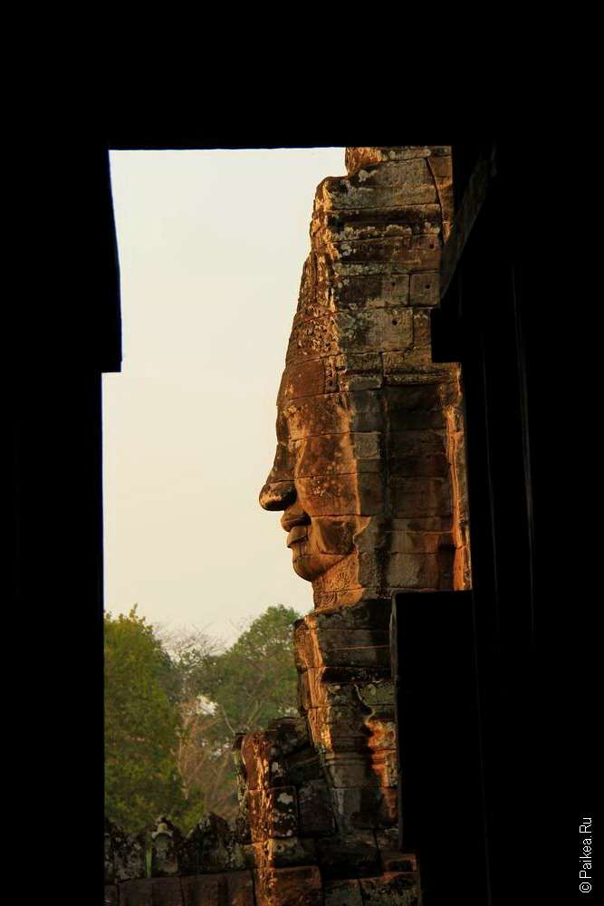Лица на храме Байон в Камбодже