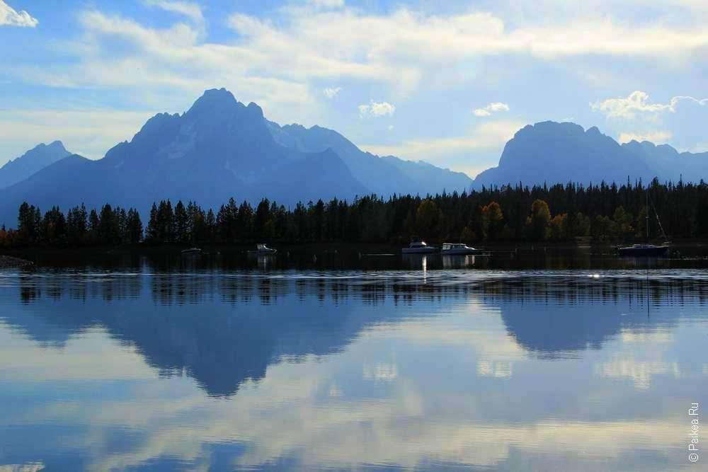 Отражение гор в озере