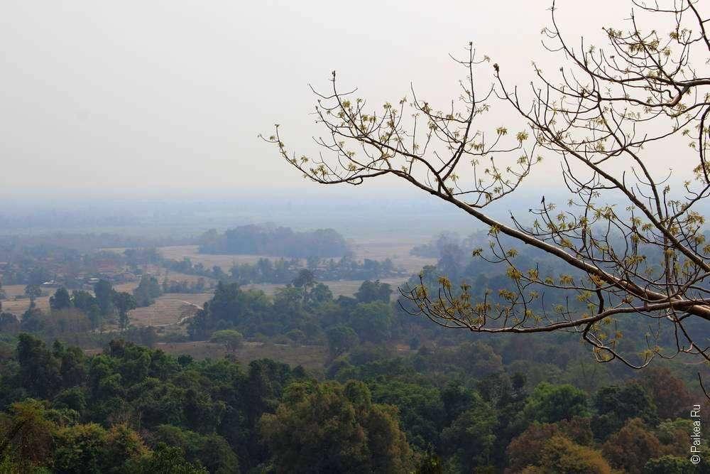 Вид с холма Пу Аса в Лаосе